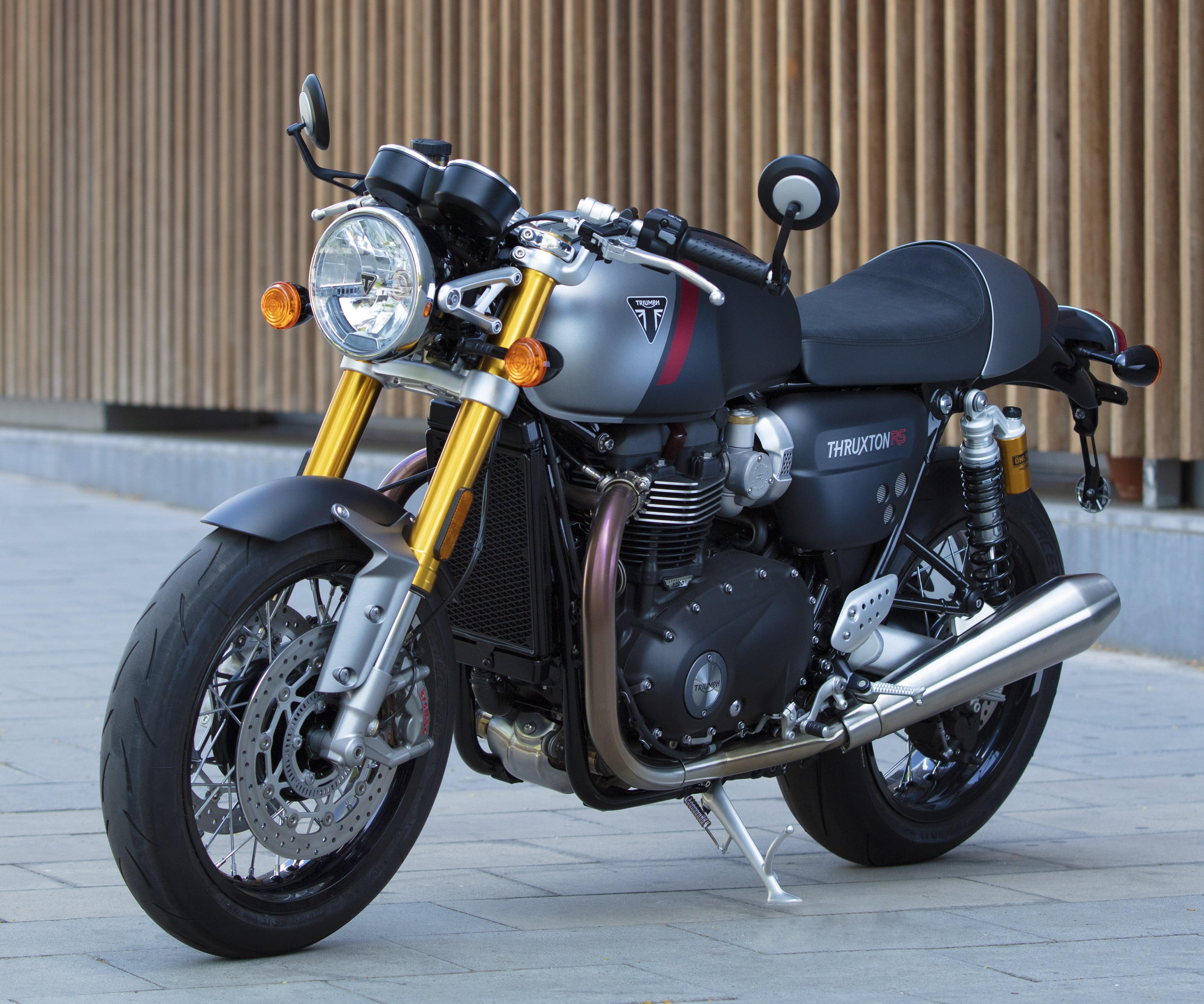 od 13 995,-EUR – Cena po zľave vrátane doplnkovpri financovaní cez ČSOB leasing  17 254,-EUR Cenníková cena motocykla vrátane doplnkov    Doplnky Triumph zahrnuté v v cene motocykla:   LED smerovky predné  LED smerovký…